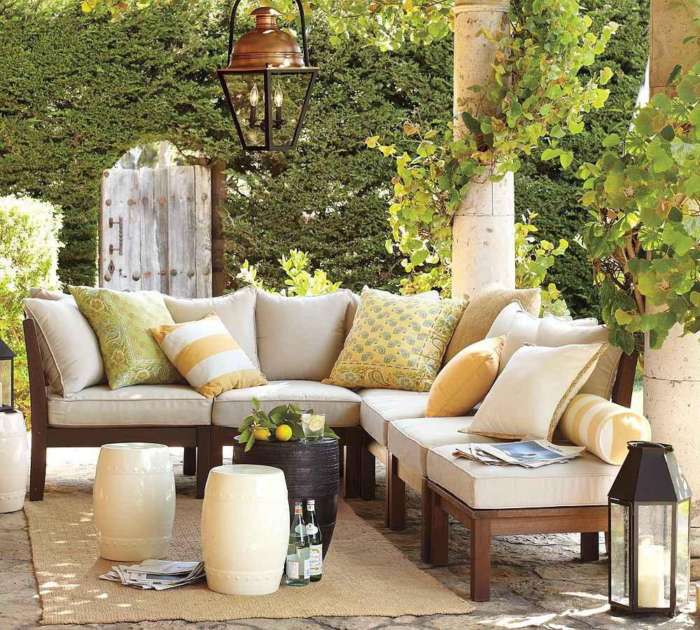 Delicious decor pretty patios for summer for Exterior furniture